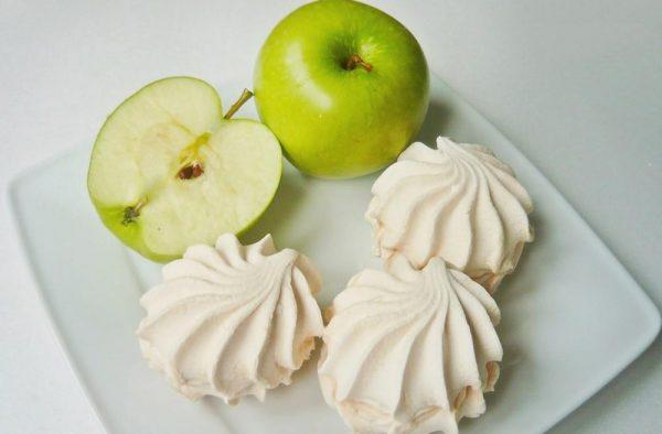 Яблочный зефир и зелёные яблоки