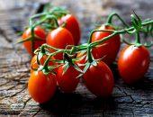помидоры на столе