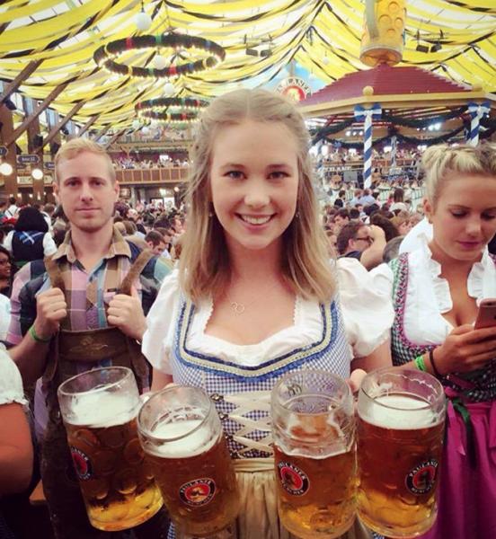 разносчица пива