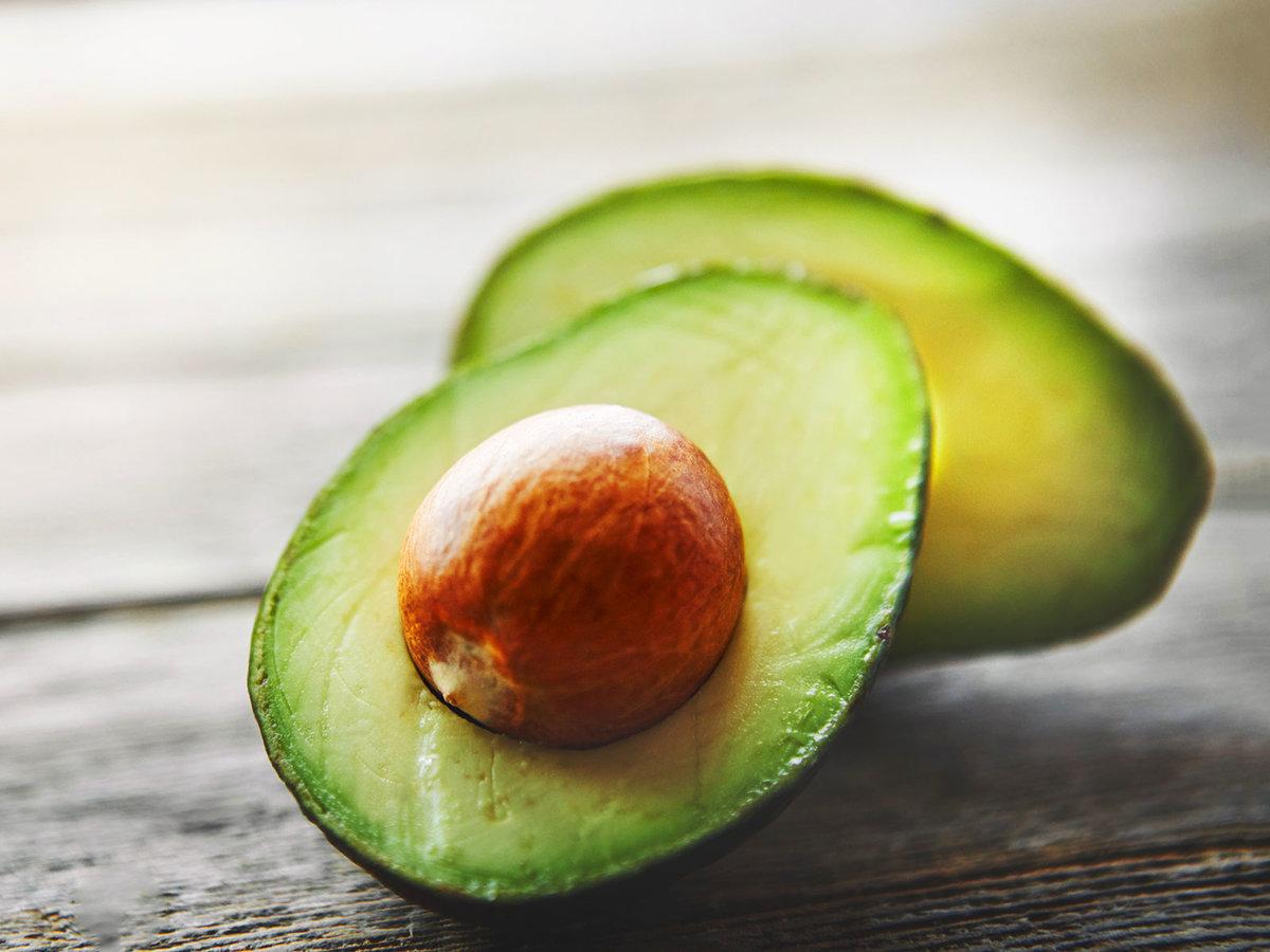 Авокадо в рационе кормящей мамы: как, когда и сколько