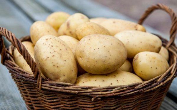 Картофель в плетёной корзинке