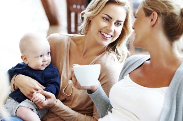 Кормящие мамы за чаепитием