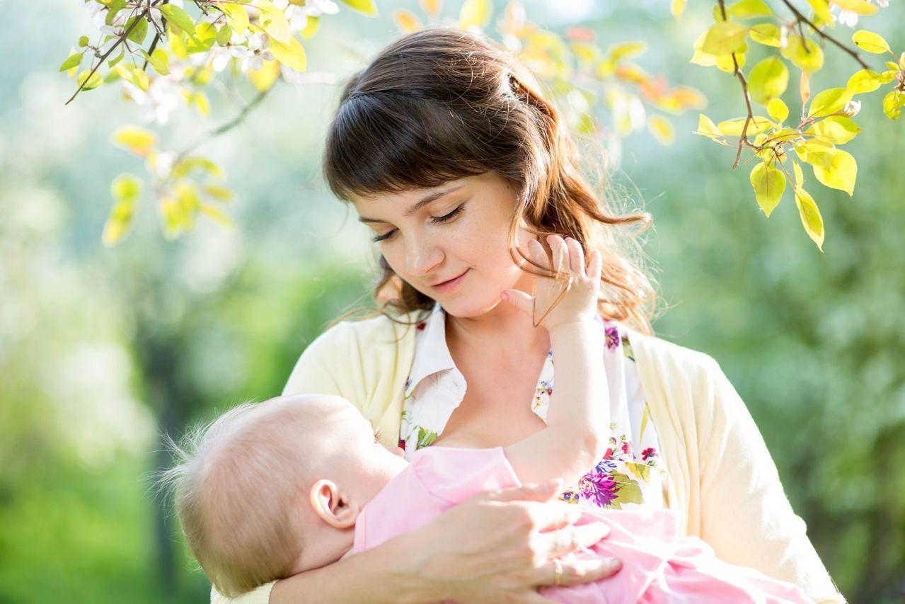 Картинки мама с младенцем руки, февраля открытки смешные