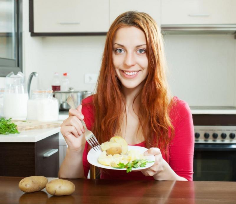 Правильно приготовленный картофель принесёт массу пользы организму кормящей мамы и малыша