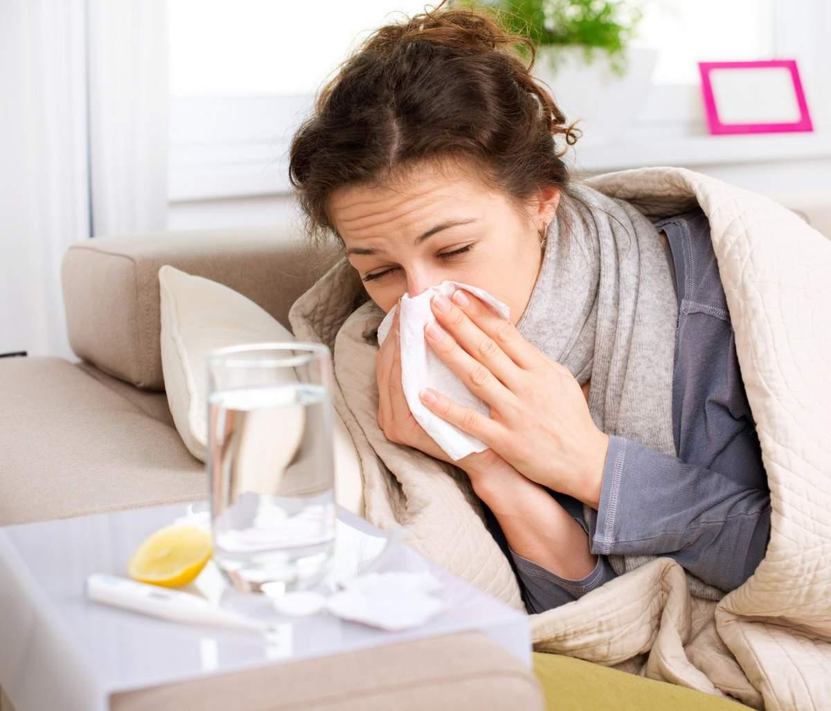 Учимся правильно лечить простуду в период грудного вскармливания