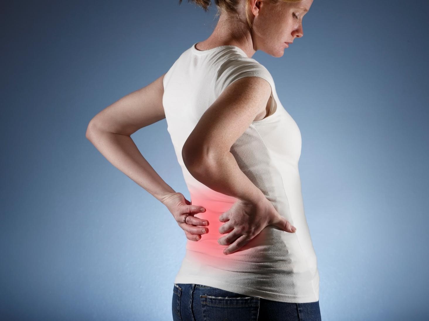 Почему после родов болит спина и что с этим делать