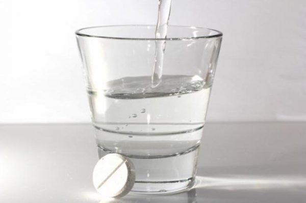 аспирин с водой