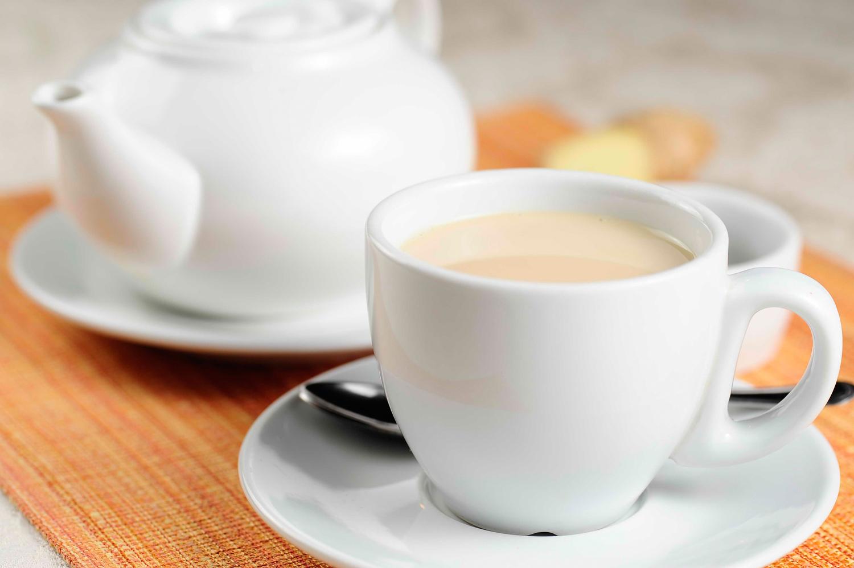 Чай с молоком и сгущёнкой при грудном вскармливании: особенности употребления
