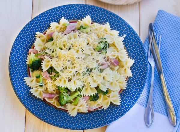 Фарфалле с сыром и брокколи