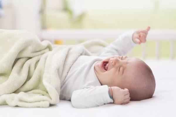 Грудной ребёнок плачет