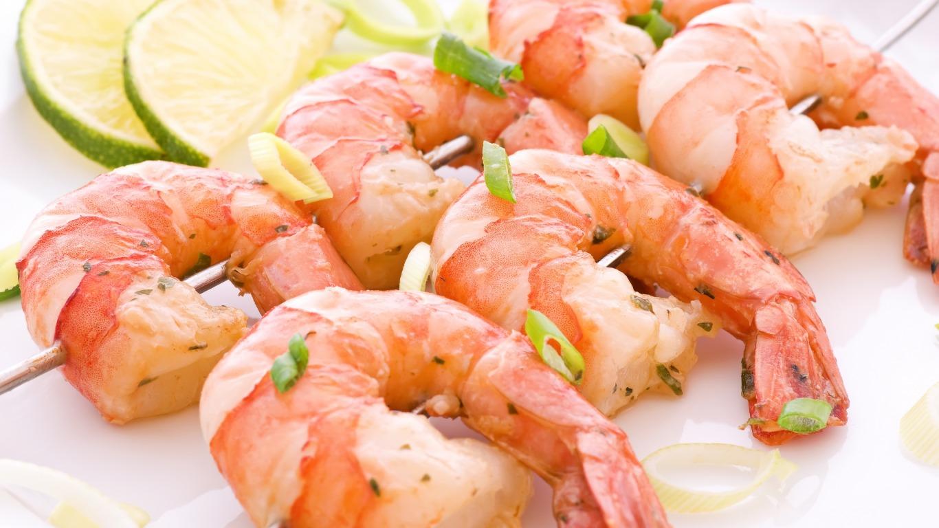 Можно ли креветки кормящей маме: изучаем особенности продукта