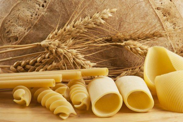Макароны разной формы и пшеница