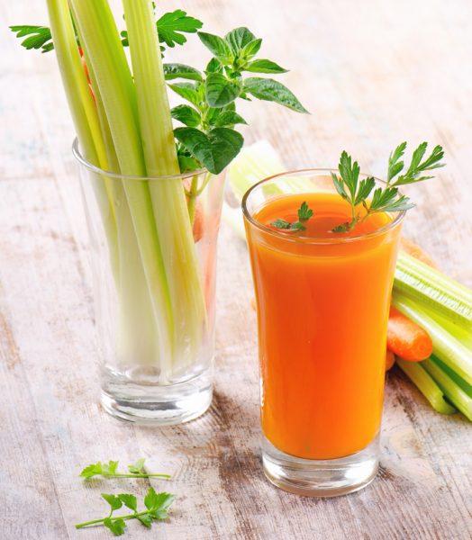 морковный сок в стекле