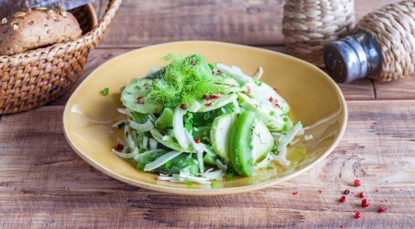 Салат с кабачком и киви
