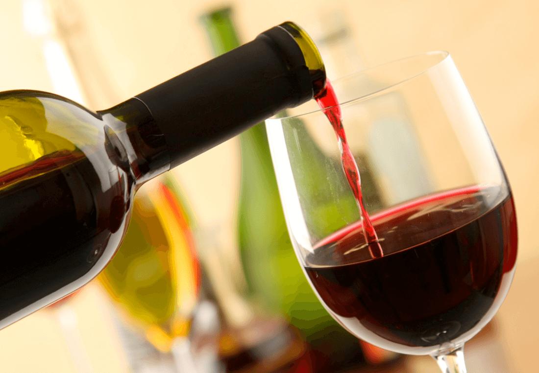 Молоко с градусом: можно ли пить вино при грудном вскармливании
