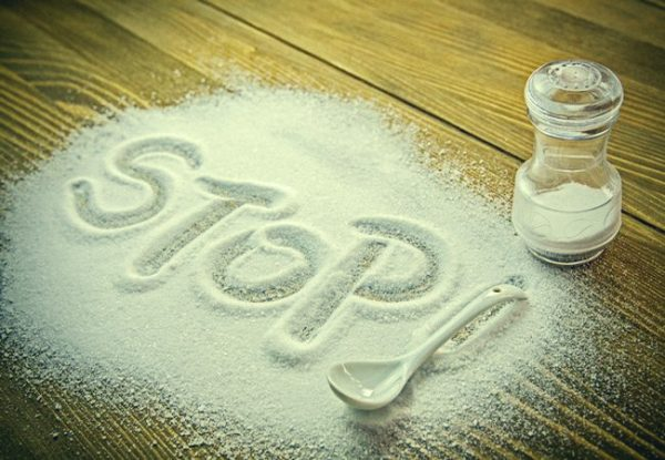 Слово «Stop», написанное на соли