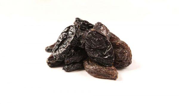 Плоды чернослива кофейного цвета