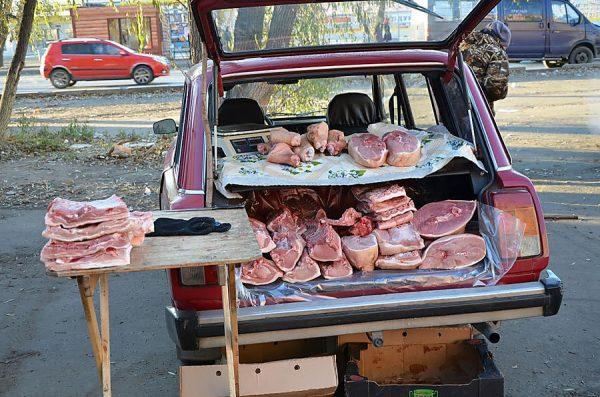 продажа мяса из багажника машины