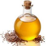 Льняное масло в бутылке из светлого стекла