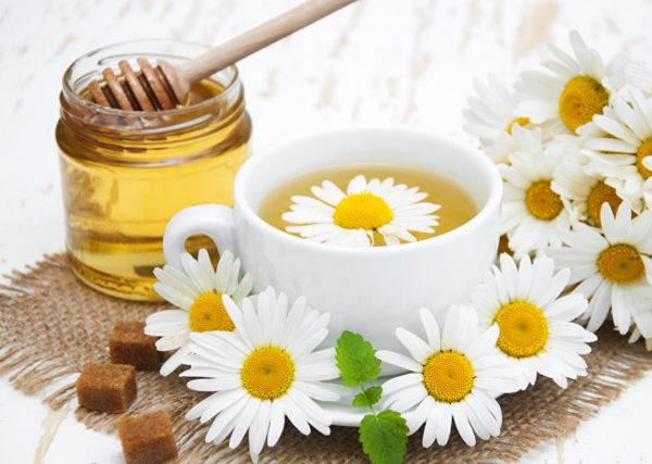 Ромашковый чай и мёд