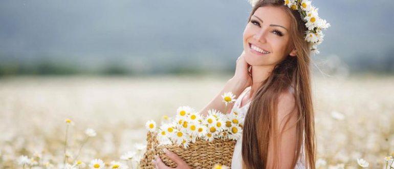 девушка на ромашковом поле