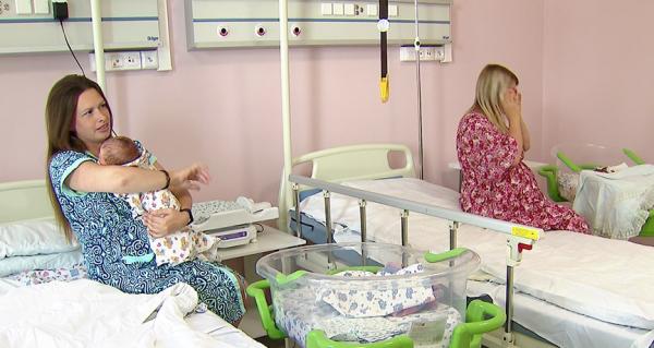 Женщины с новорожденными в палате