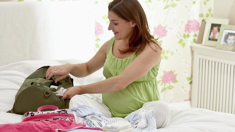 Какие вещи взять с собой в роддом для мамы и малыша