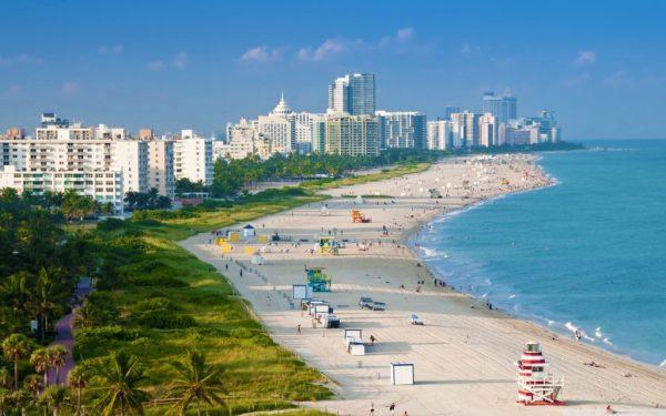 побережье Майами с пляжем и отелями